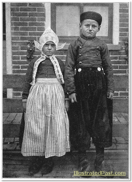 Boy and girl of Volendam.